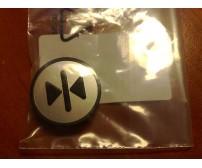 """KM801054G082: Car call button symbol """"> I <"""""""